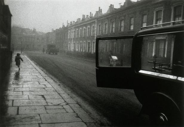 robert-frank-london-street-1951